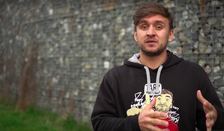 Tary se snaží zachránit dojemným videem – je to nejvíc falešné video v historii?